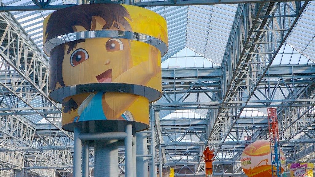 Nickelodeon Universe que incluye paseos, vistas interiores y una bahía o puerto