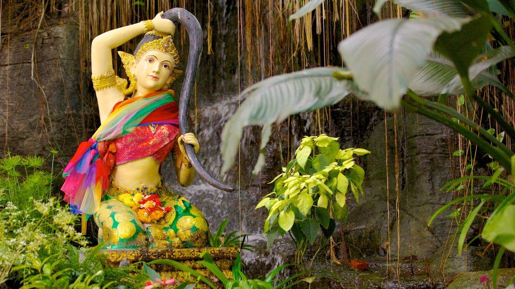 Wat Saket featuring a garden and a statue or sculpture