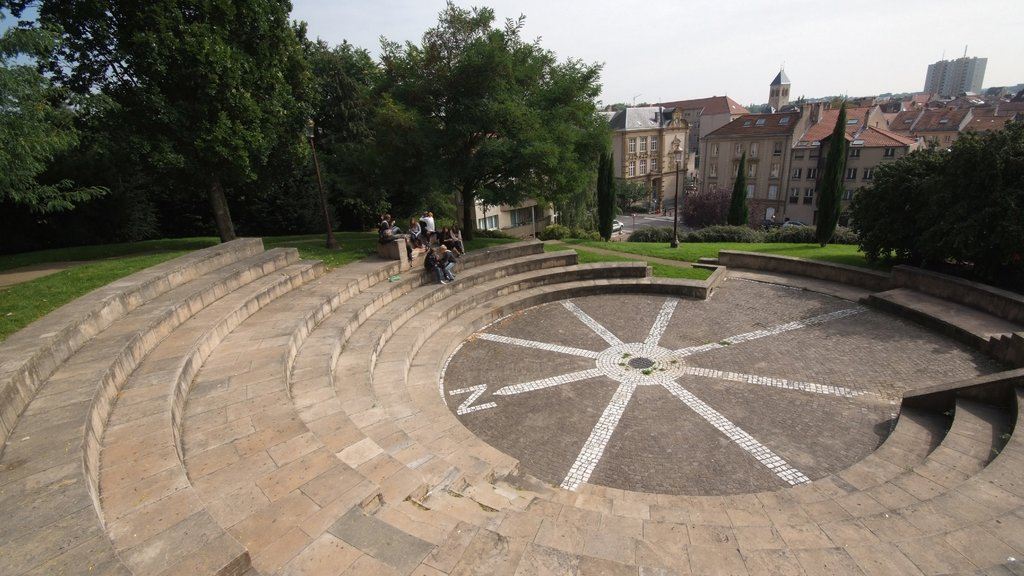 Metz featuring a square or plaza, heritage architecture and a city