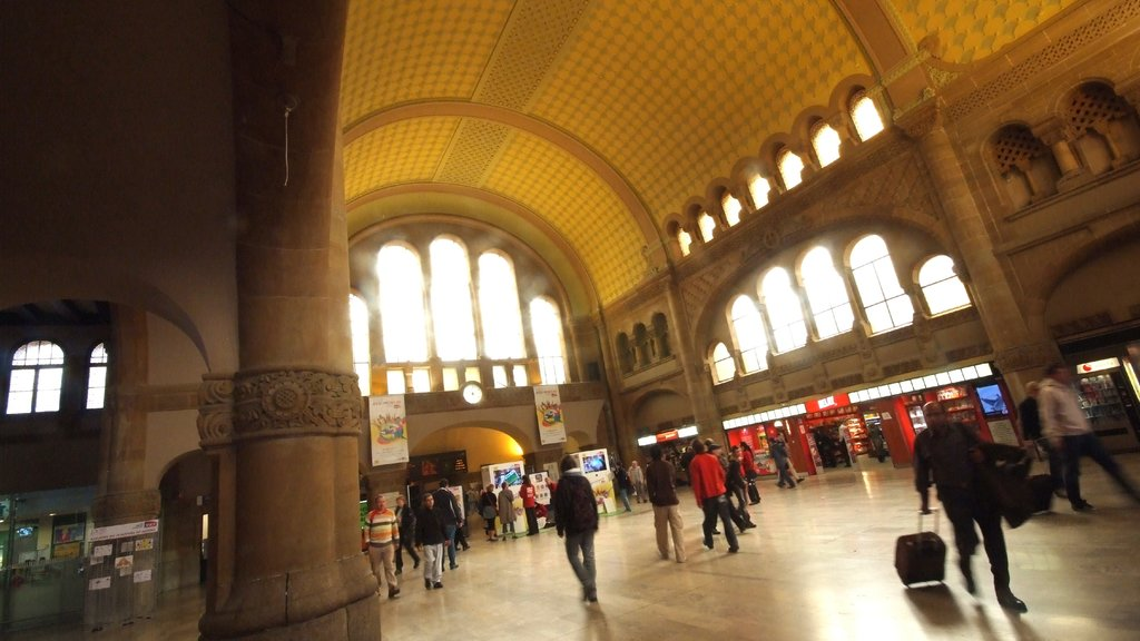 Metz which includes heritage architecture and interior views as well as a large group of people