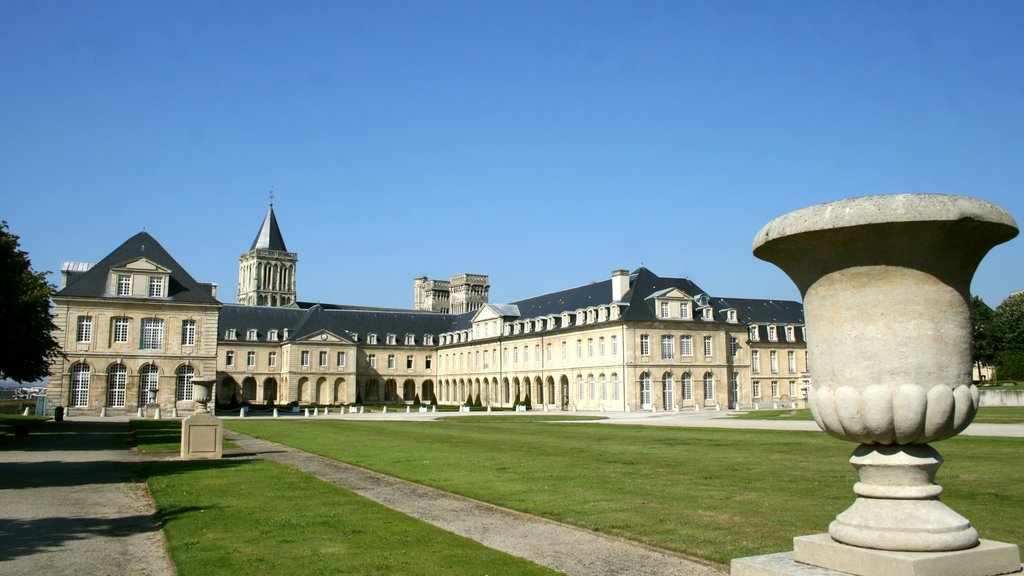 Caen which includes heritage architecture and a castle