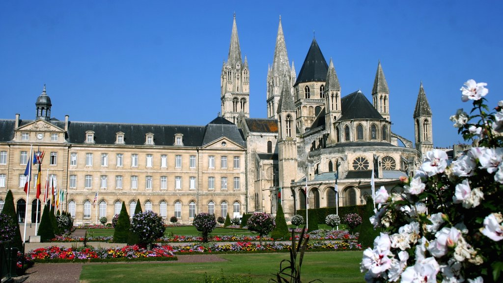 Caen which includes a garden, a castle and flowers