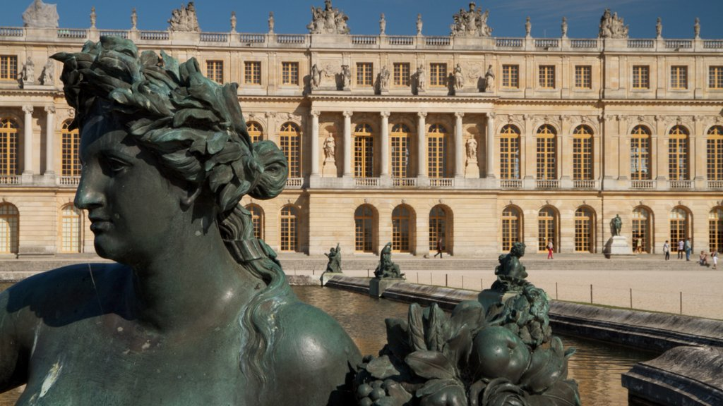 Versailles featuring a statue or sculpture and outdoor art