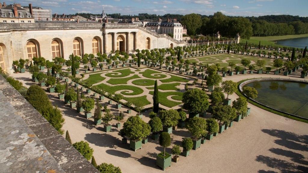 Versailles which includes a castle, landscape views and a garden