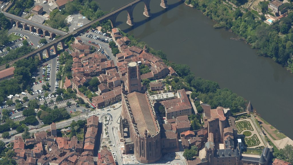 Albi showing a bridge, heritage architecture and a river or creek