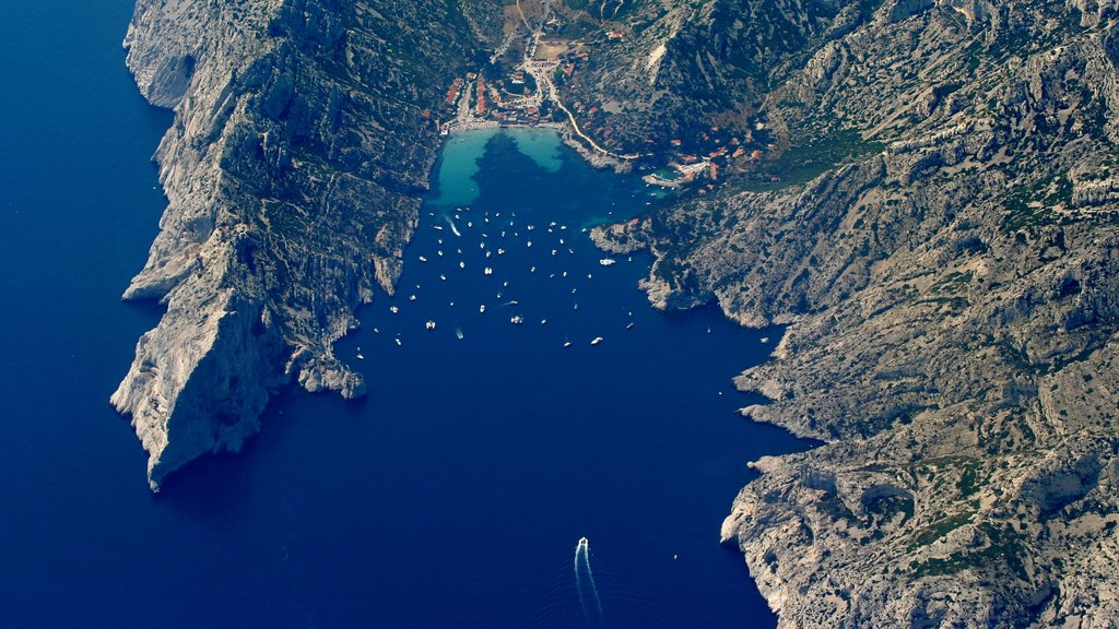 Cassis showing a bay or harbor, landscape views and general coastal views