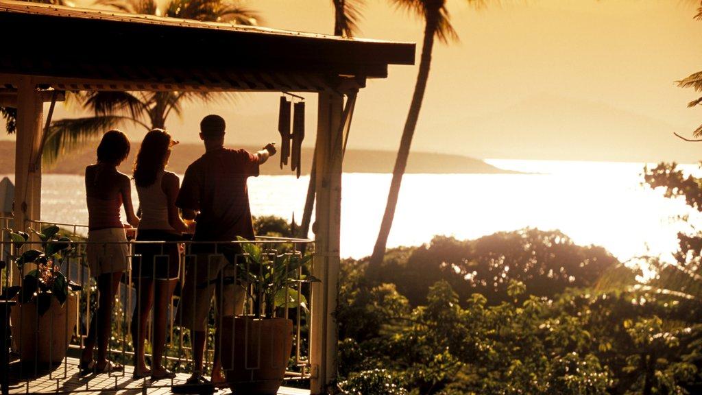 Port Douglas que incluye vistas, una puesta de sol y vistas generales de la costa