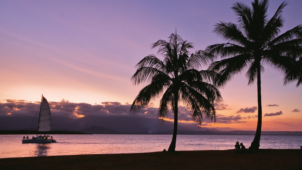 Port Douglas showing tropical scenes, a sunset and a beach