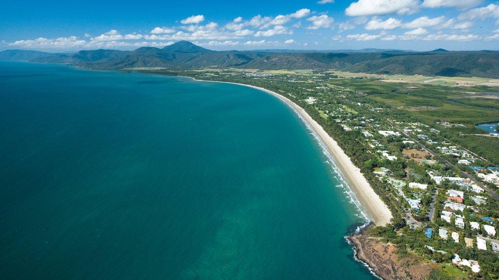 Port Douglas showing general coastal views and a coastal town