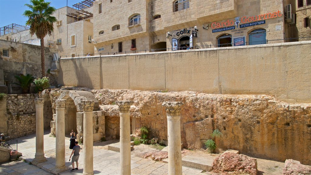 Jerusalem showing heritage elements and building ruins