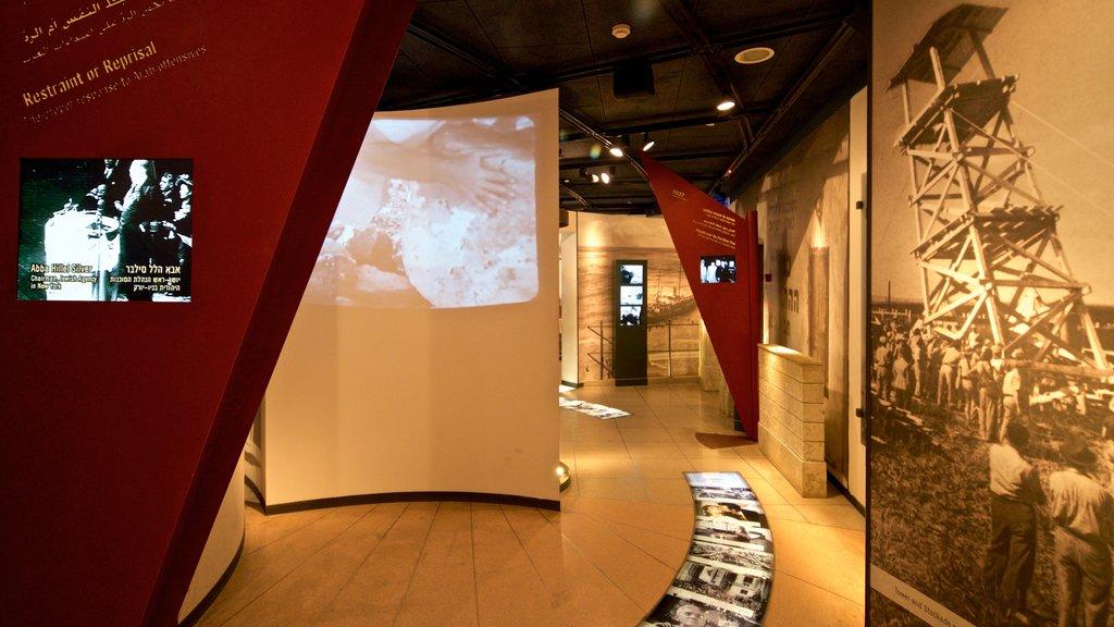 Yitzhak Rabin Center ofreciendo vistas interiores