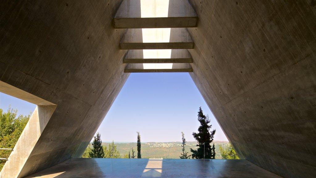 Yad Vashem ofreciendo vistas interiores y escenas tranquilas