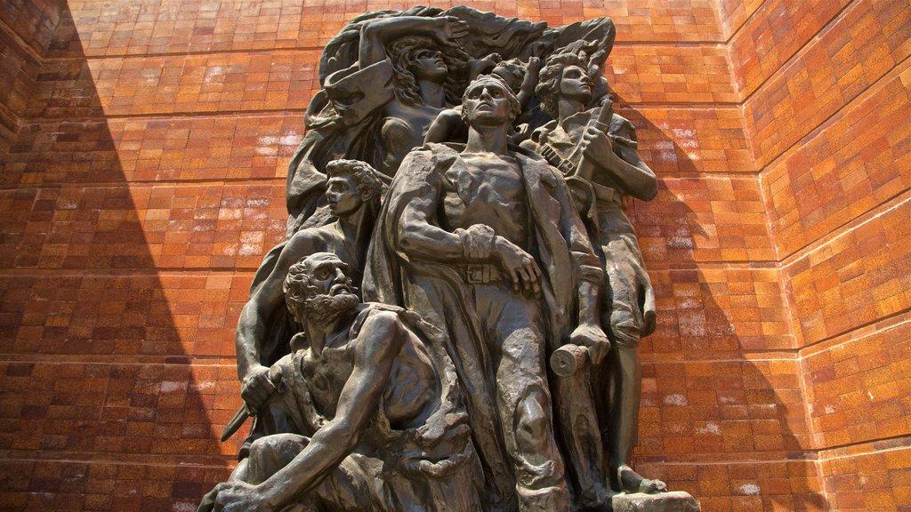 Yad Vashem que incluye una estatua o escultura