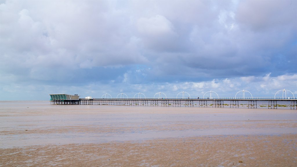 Southport Pier showing general coastal views
