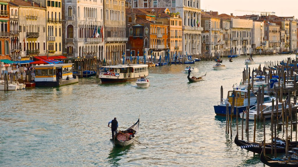 Grand Canal which includes boating, a city and a river or creek