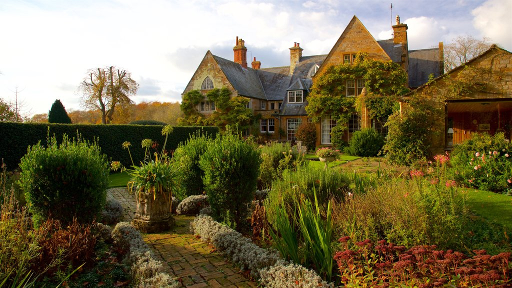 Coton Manor Gardens showing a garden, wildflowers and a house