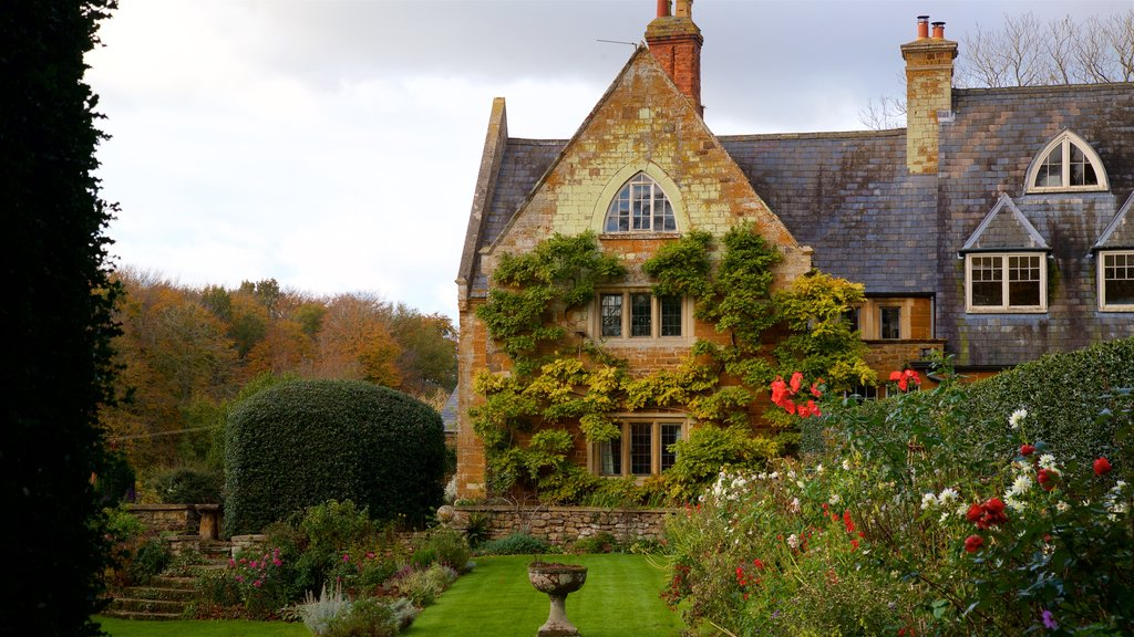 Coton Manor Gardens which includes heritage elements, a house and wildflowers