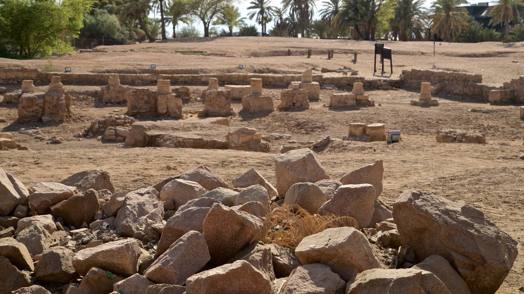 Aqaba which includes building ruins