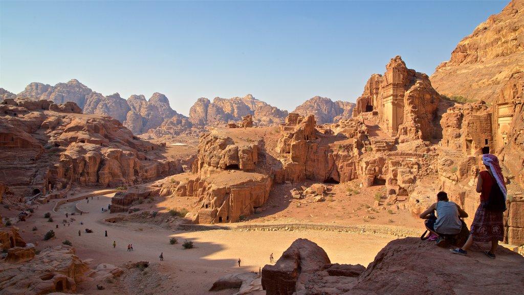 Petra que incluye un barranco o cañón, vistas de paisajes y ruinas de edificios