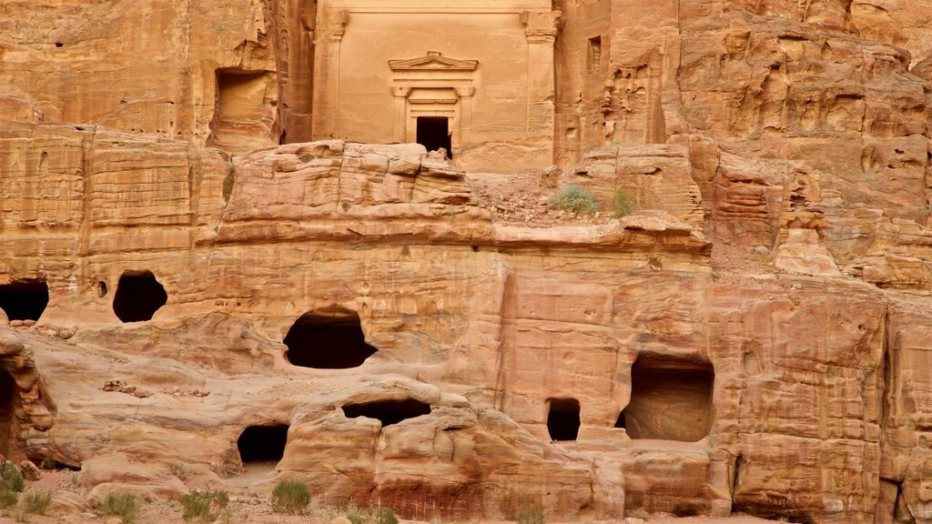 Wadi Musa which includes a gorge or canyon, heritage elements and building ruins
