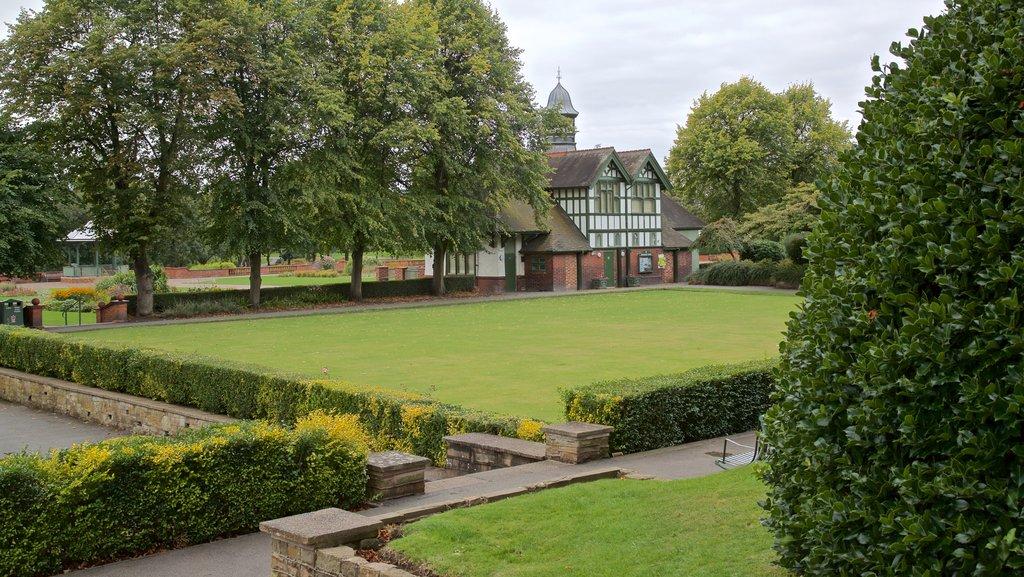 Burslem Park featuring a house and a park