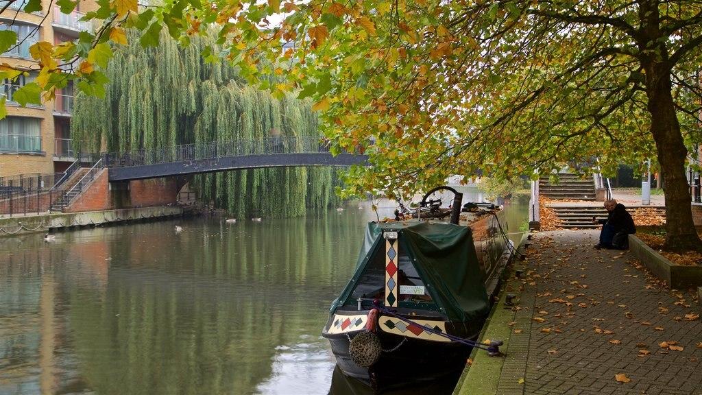 Kennet & Avon Canal ofreciendo un río o arroyo