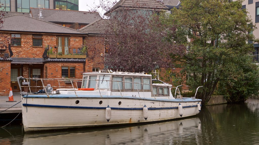 Kennet & Avon Canal mostrando un río o arroyo
