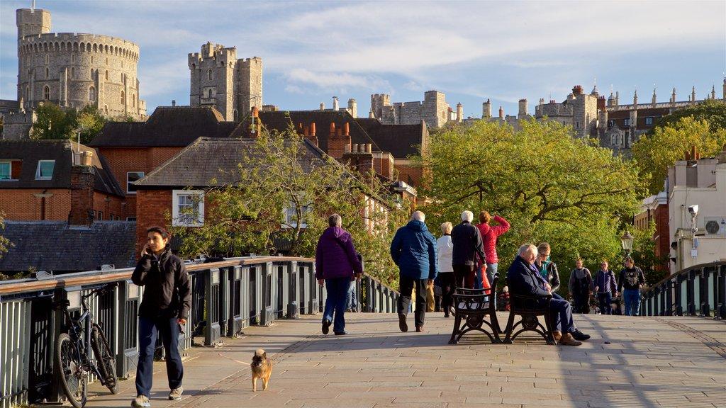 Windsor que incluye escenas urbanas y también un pequeño grupo de personas