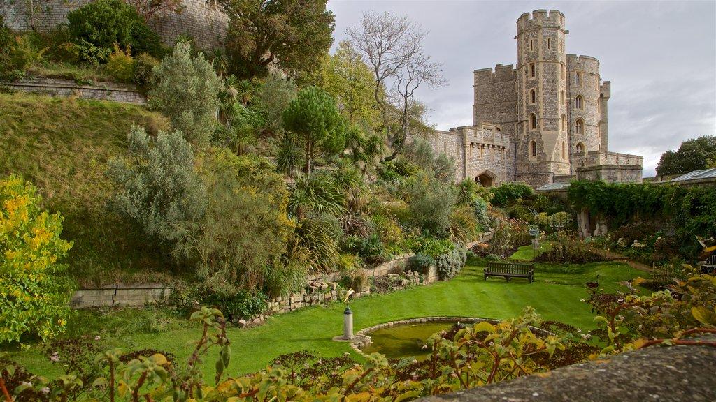 Windsor Castle ofreciendo un parque y patrimonio de arquitectura