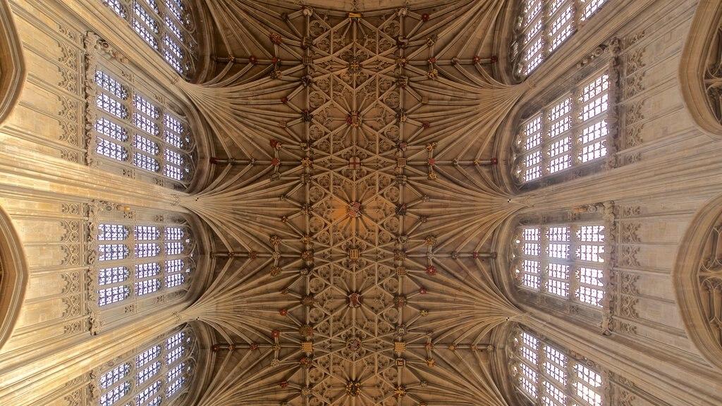 Capilla de San Jorge que incluye elementos del patrimonio y vistas interiores