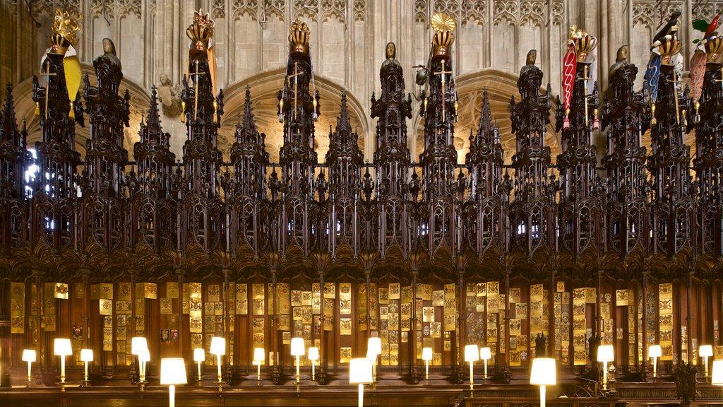 Capilla de San Jorge mostrando elementos del patrimonio, vistas interiores y elementos religiosos