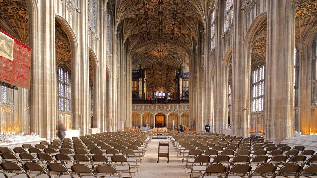 Capilla de San Jorge que incluye vistas interiores, elementos del patrimonio y una iglesia o catedral