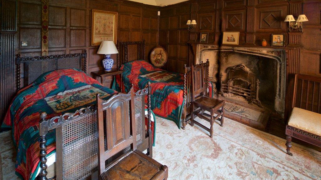 Dorney Court ofreciendo elementos del patrimonio, vistas interiores y una casa