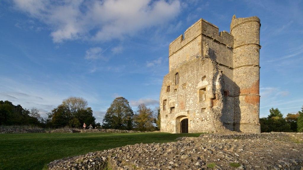 Donnington Castle ofreciendo patrimonio de arquitectura, ruinas de edificios y vistas de paisajes