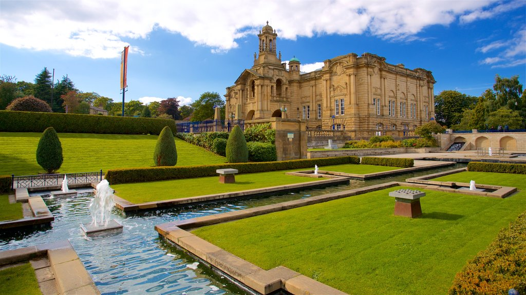 Cartwright Hall Art Gallery showing a park, heritage architecture and a fountain