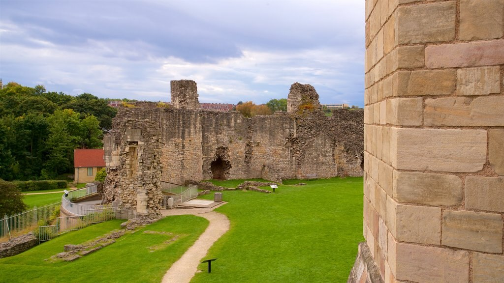 Conisbrough Castle featuring building ruins
