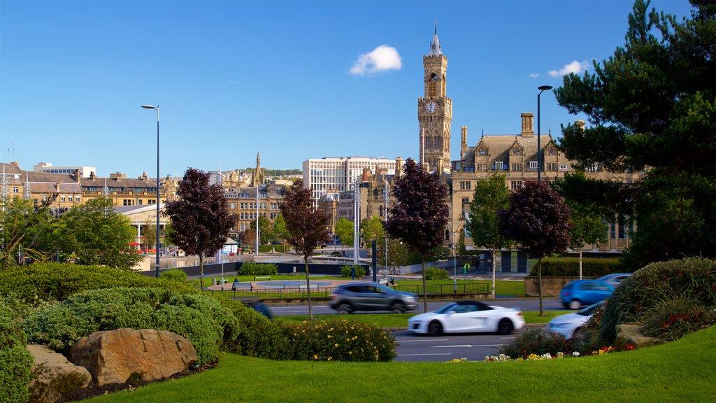 Bradford mostrando elementos del patrimonio, un parque y una ciudad