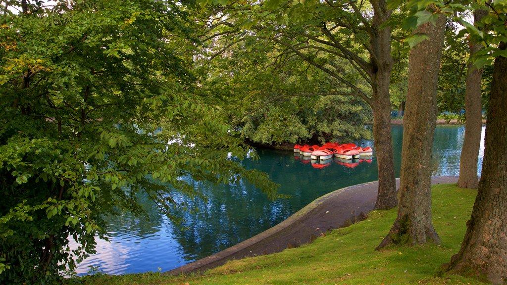 Parque Lister ofreciendo un estanque y un parque