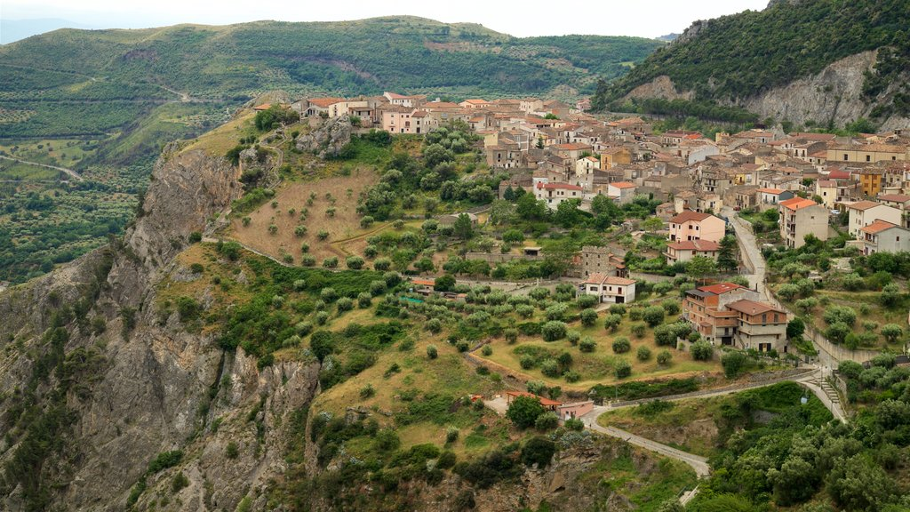 Civita showing landscape views, tranquil scenes and a small town or village