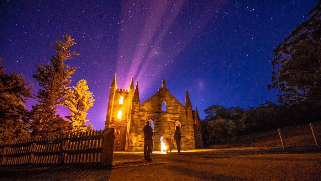 Hobart featuring heritage architecture and night scenes as well as a family