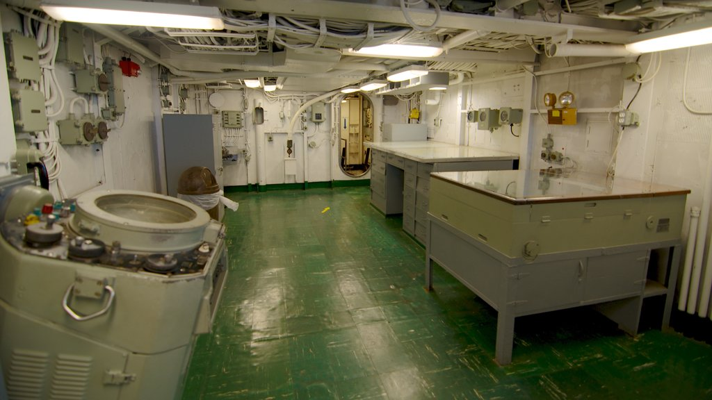 USS Yorktown caracterizando vistas internas
