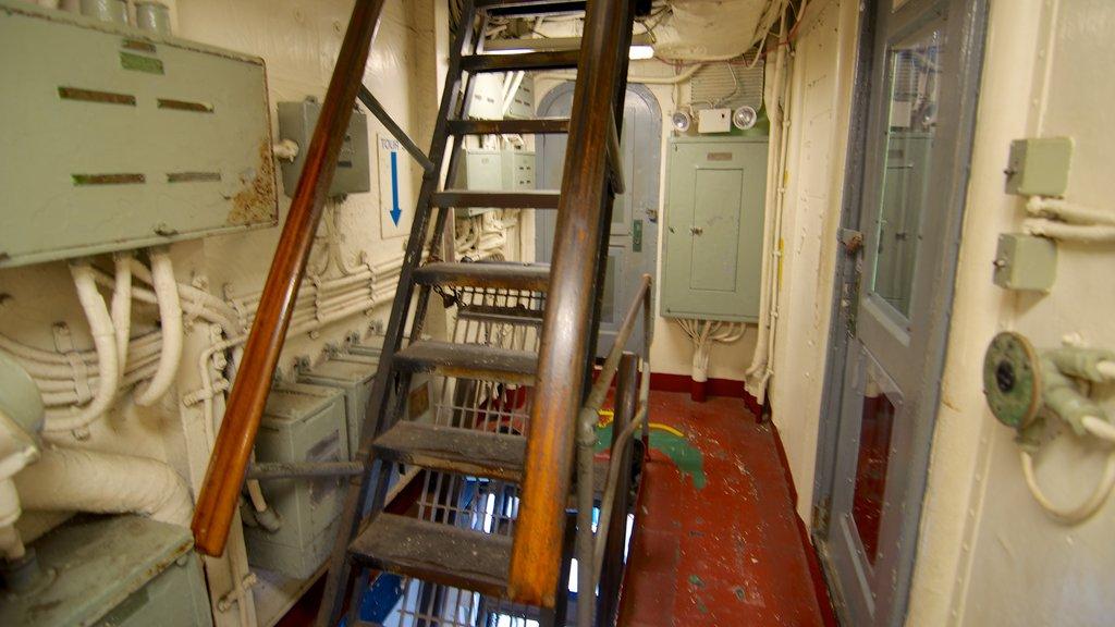 USS Yorktown mostrando vistas internas