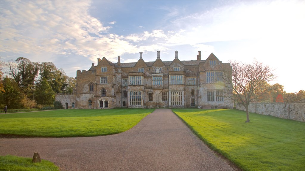 Broughton Castle which includes heritage architecture and a sunset