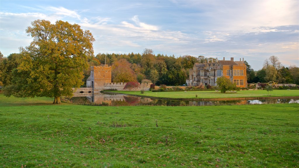 Broughton Castle showing a river or creek, heritage architecture and a castle
