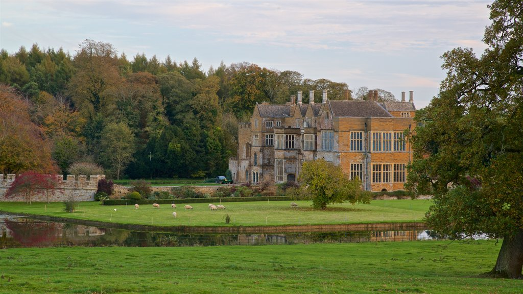 Broughton Castle which includes heritage architecture, farmland and a house