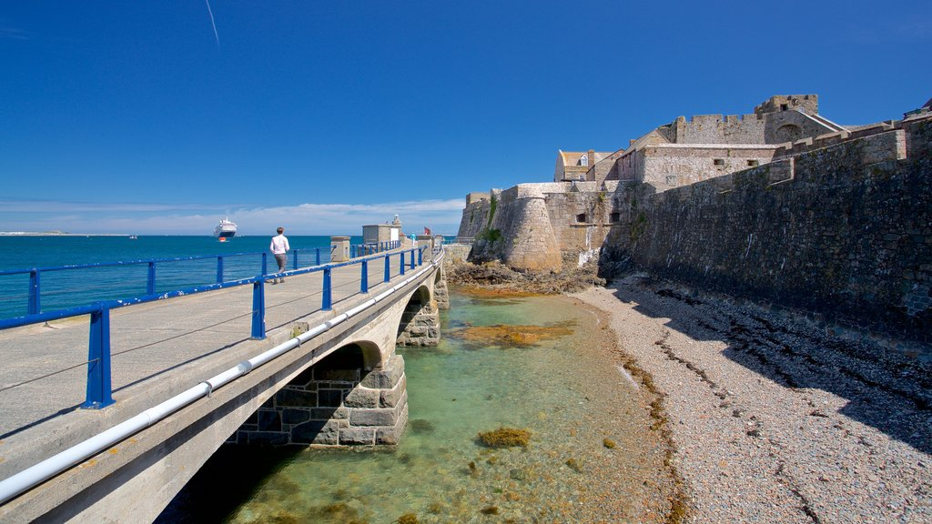 Castle Cornet showing heritage elements, general coastal views and a bridge