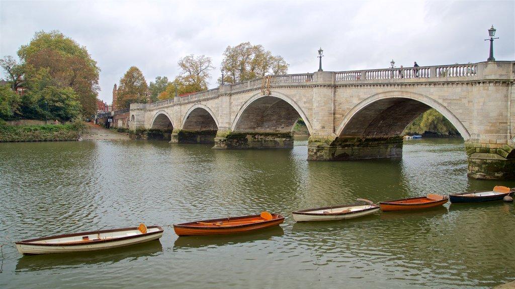 Richmond Bridge which includes a river or creek and a bridge