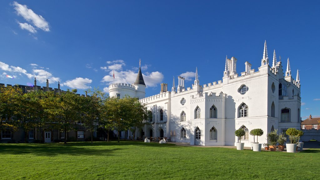 Strawberry Hill showing heritage architecture, a garden and a castle
