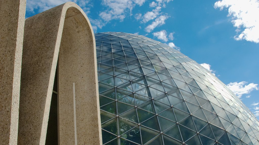 Mitchell Park Horticultural Conservatory ofreciendo arquitectura moderna