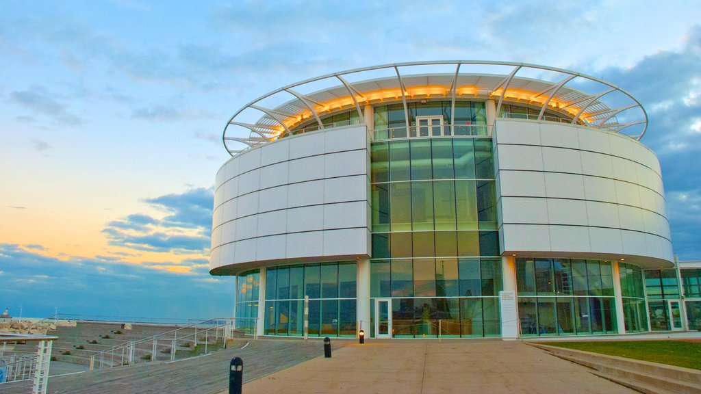 Discovery World mostrando arquitectura moderna